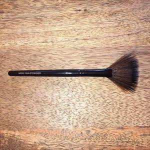 Laura Mercier Mini Fan Powder Brush